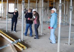 Gruppen-Coaching Andrea Müller vor Ort für TV-Live-Reporter