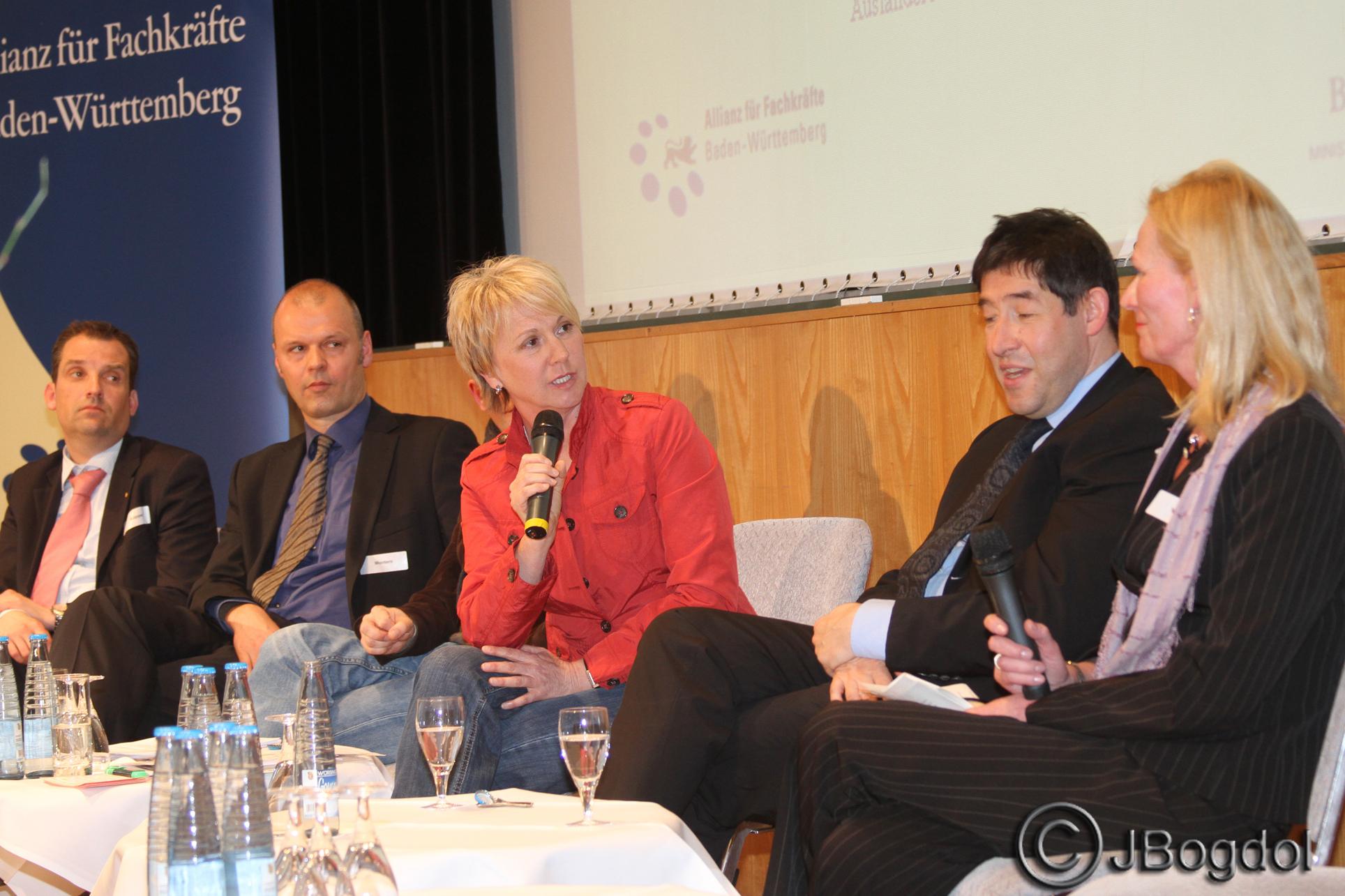 Moderation Andrea Müller Workshop Zuwanderung von Fachkräften, im Gespräch mit Ministerialdirektor Rolf Schumacher, Haus der Wirtschaft Stuttgart, April 2013