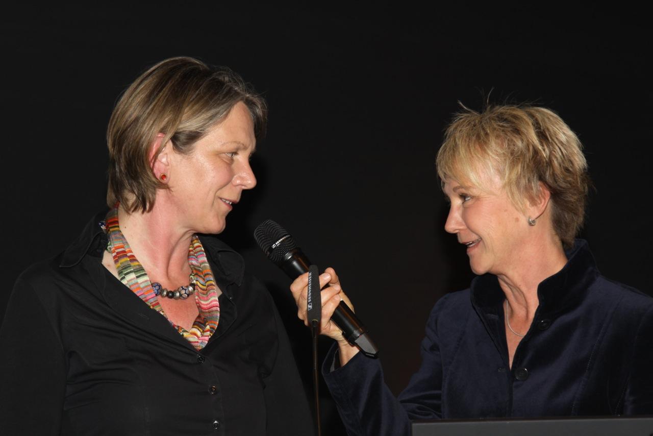 Andrea Mueller im Gespräch mit ´Gartenpäpstin´ Gabriella Pape auf der Gartenmesse Stuttgart im April 2014