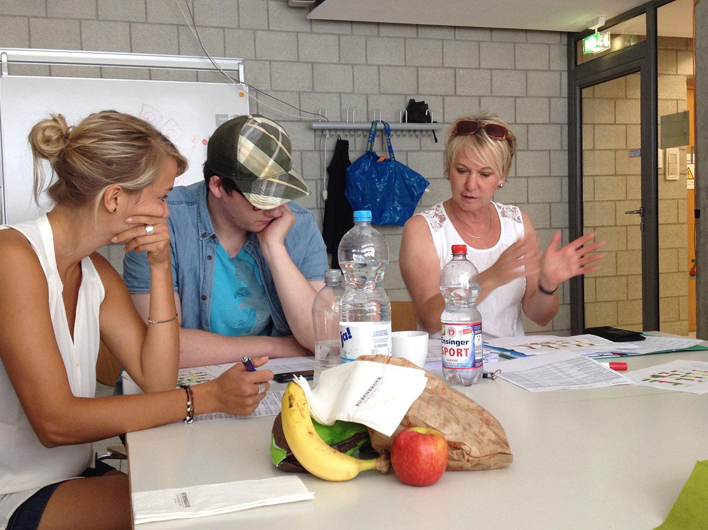 Andrea Mueller Dozentin beim Studio-Seminar am Institut für Moderation Hochschule der Medien Stuttgart Juli 2014