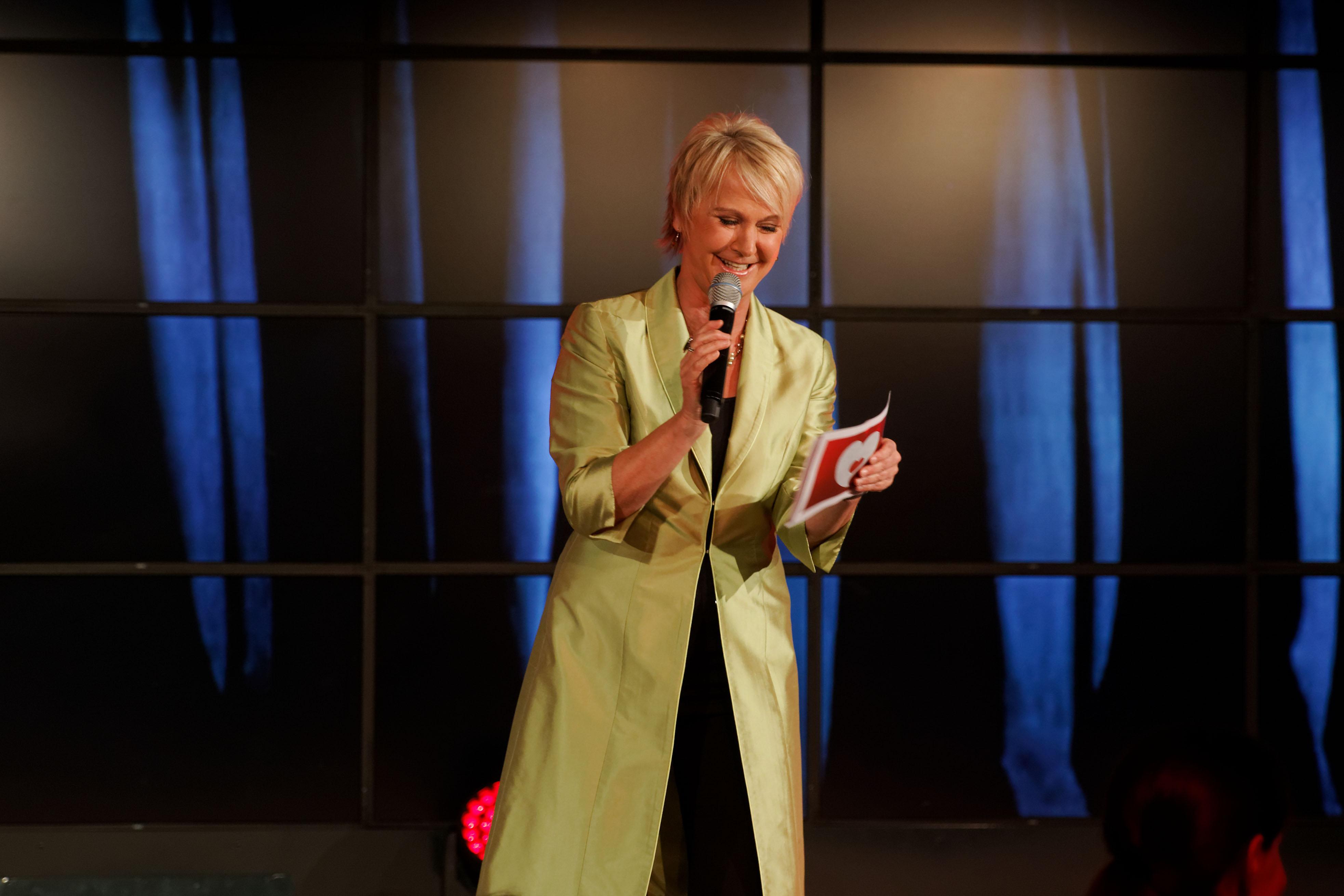 Andrea Mueller Moderation der Herzenssache-Helfergala im Eventcenter der Sparda-Bank, November 2015