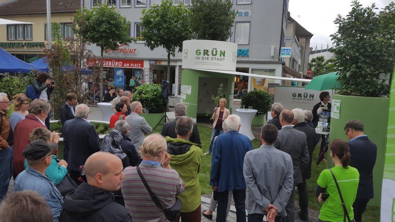Moderation Andrea Müller bei der Roadshow ''Grün in die Stadt'' des Gartenbauverbandes Ba-Wü in Heilbronn, Juni 2016