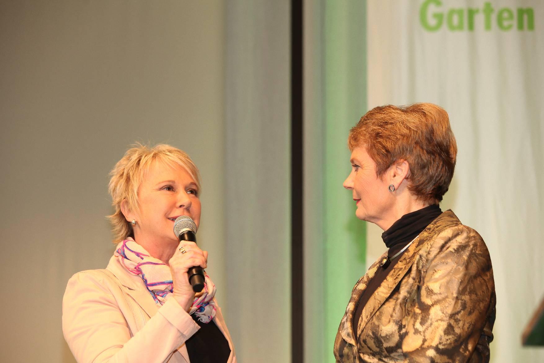 Moderation Jahreshauptversammlung des Gartenbauverbandes mit Staatssekretärin Friedlinde Gurr-Hirsch, Filderhalle im März 2017 Andrea Müller