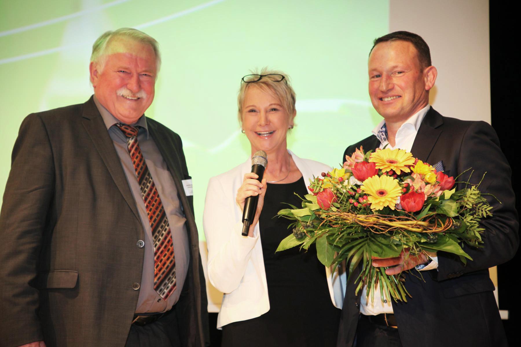 Moderation der Mitgliederversammlung des Gartenbauverbandes, März 2019 in der Harmonie Heilbronn  mit Ministerialdirigent Joachim Hauck (li) und Vorstandsvorsitzendem Thomas Heumann (re)